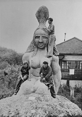 Jack Bilbo sculpture in Weybridge, c1947. England & Co.